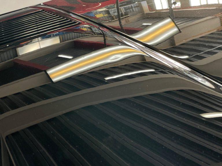 神戸市のフェラーリをデントリペアで修理前